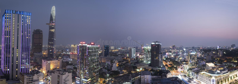 Saigon (Ho Chi Minh miasto) linia horyzontu przy nocą obrazy stock