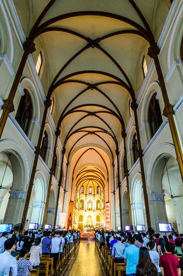 Saigon Notre-Dame basilika royaltyfri fotografi