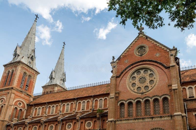 Saigon Notre-Dame basilika, Vietnam Juni 2016 arkivfoton