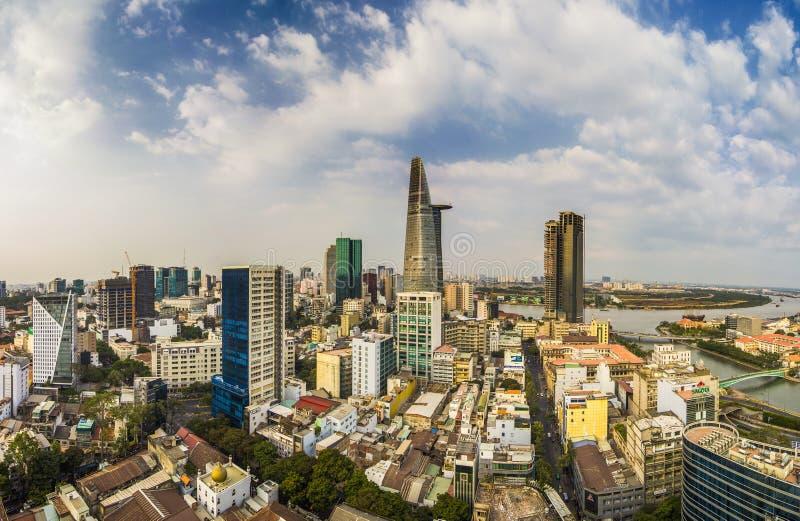 SAIGON, VIETNAM - APRIL 20, 2016 - Hoogste mening van Saigon-Rivier bij nacht royalty-vrije stock foto's
