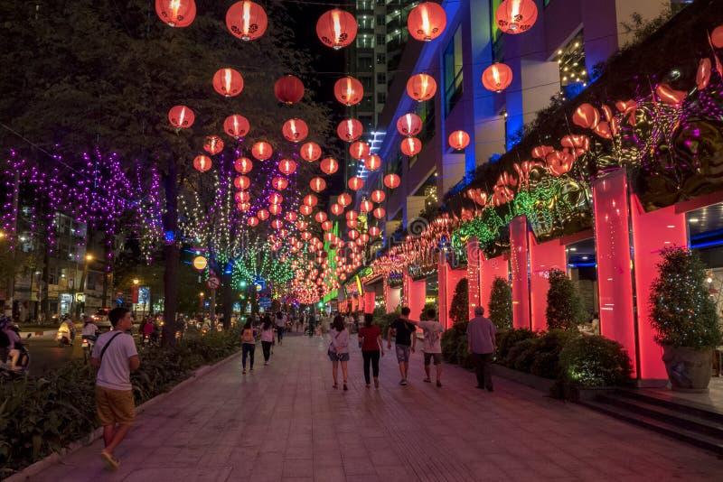 SAIGON, VIETNAM - 19 februari, 2018 - Decoratie van TET bij de Tuinwandelgalerij, een winkelcomplex grootst bij de Stad van China royalty-vrije stock foto