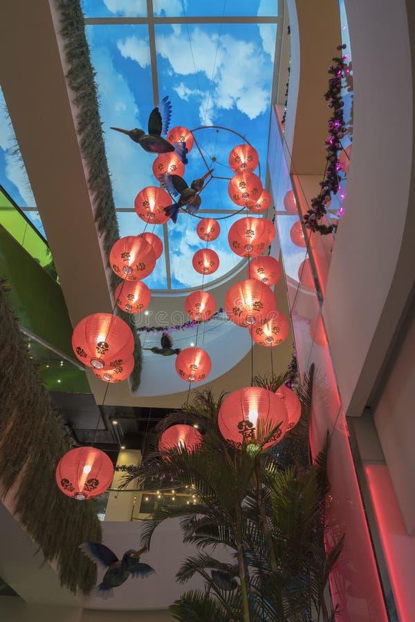 SAIGON, VIETNAM - 19 februari, 2018 - Decoratie van TET bij de Tuinwandelgalerij, een winkelcomplex grootst bij de Stad van China royalty-vrije stock foto's