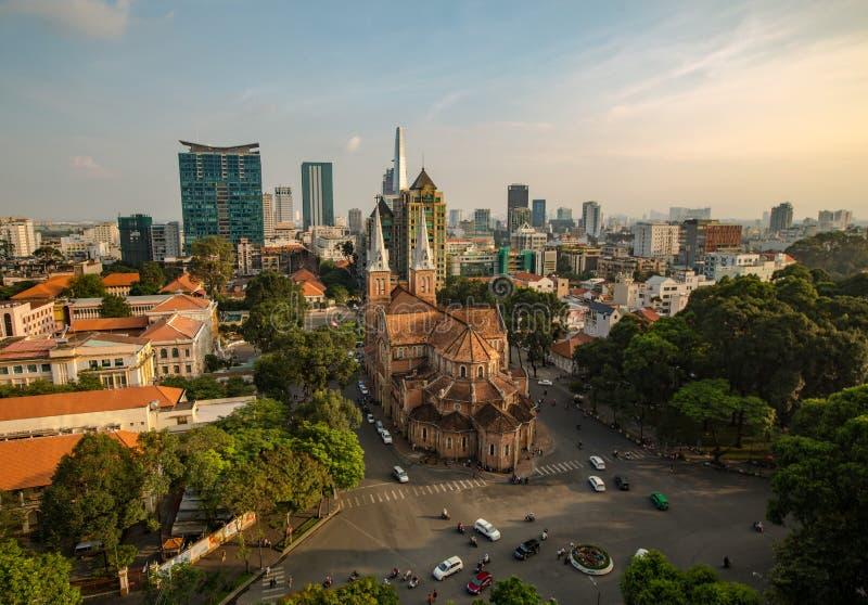 SAIGON VIETNAM - OKTOBER 01, 2016 Notre Dame Cathedral Vietnamese: Nha Tho Duc Ba royaltyfri foto