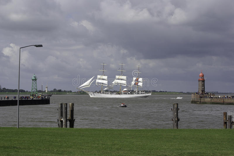 Download Sail 2011 - Dar Mlodziezy editorial photo. Image of mast - 24531246