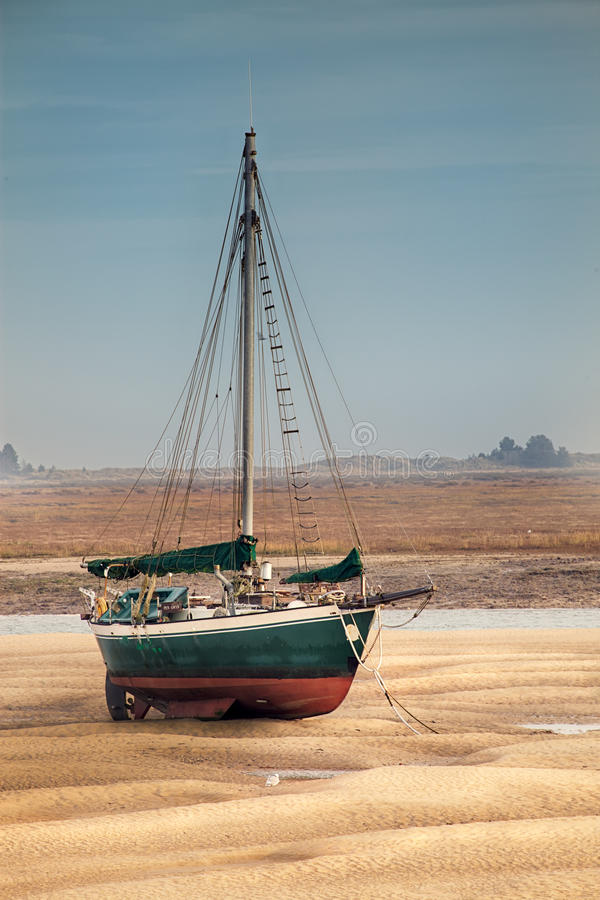 Free Sail Boat Stranded At Low Tide On Sand Stock Photo - 82502340