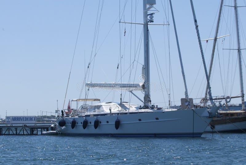sailboat αποβαθρών στοκ φωτογραφία με δικαίωμα ελεύθερης χρήσης