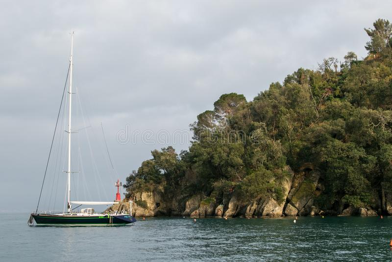 Sailboat σε Portofino στοκ εικόνα με δικαίωμα ελεύθερης χρήσης