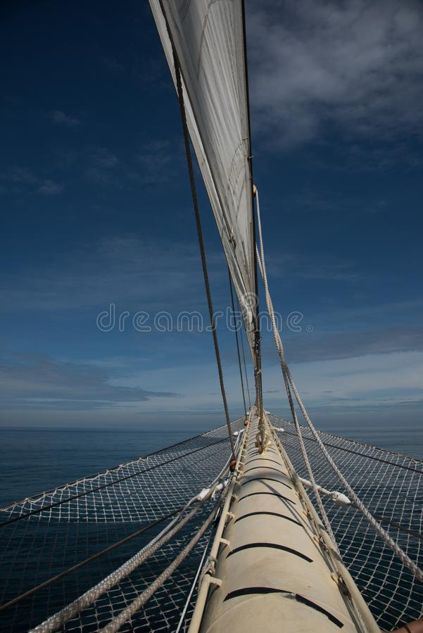 Sailboat τίτλος στην ανοικτή θάλασσα στοκ φωτογραφίες με δικαίωμα ελεύθερης χρήσης