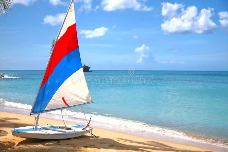 Sailboat de Antígua imagens de stock royalty free
