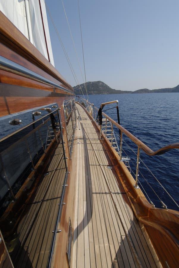 Sailboat de madeira na vela fotografia de stock royalty free
