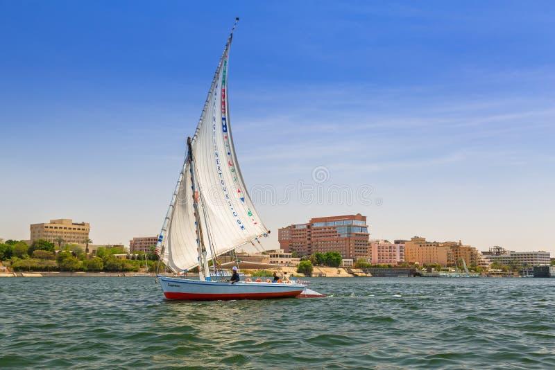Sailboat Felucca στον ποταμό του Νείλου κοντά σε Luxor στοκ εικόνες