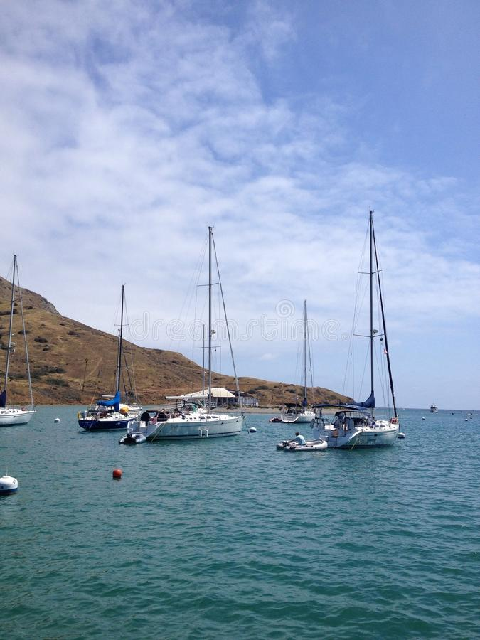 Sailboat no oceano fotografia de stock royalty free