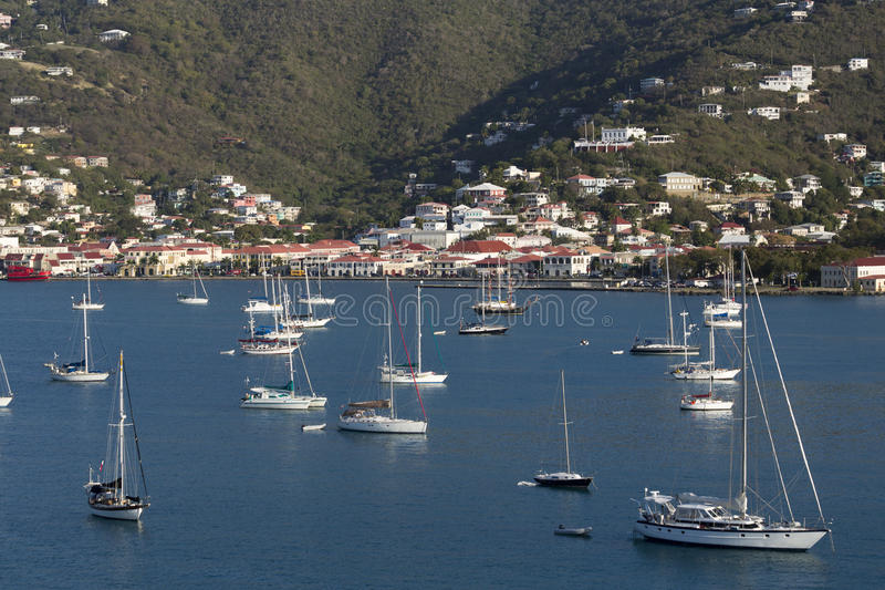 Sailboats που δένονται στο λιμάνι στοκ φωτογραφία