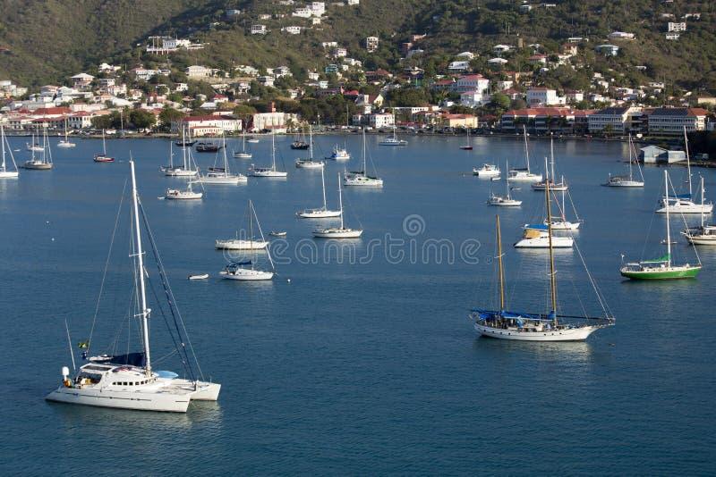 Sailboats που δένονται στο λιμάνι στοκ φωτογραφίες με δικαίωμα ελεύθερης χρήσης
