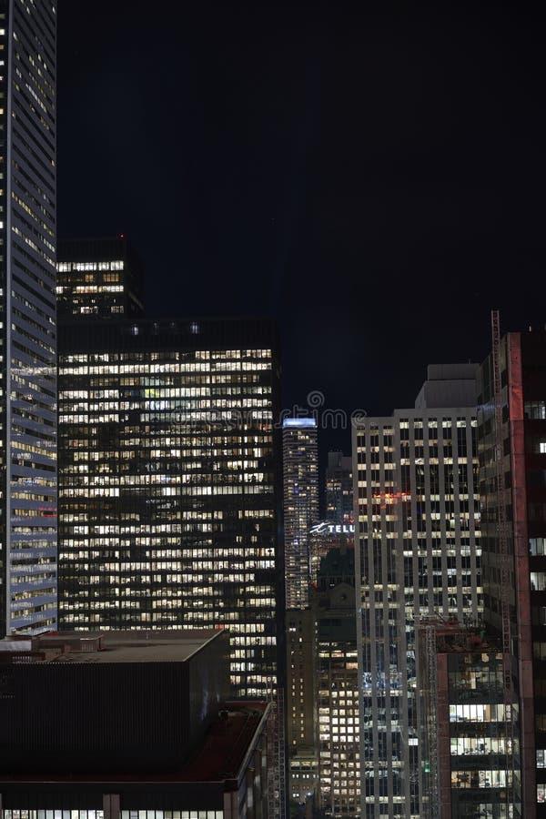 sailboats πρώτου πλάνου κατασκευής condo ΣΟ πύργος του Τορόντου οριζόντων Καναδάς στοκ εικόνες