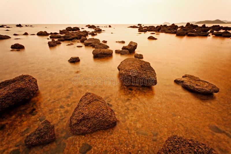 Sailer na praia fotos de stock royalty free