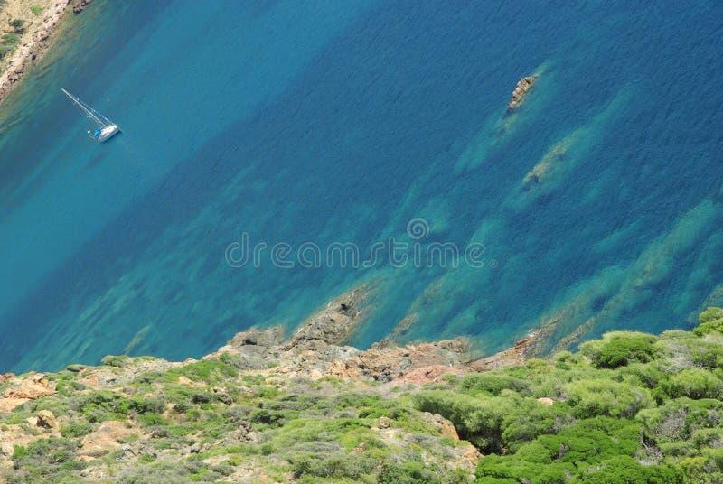 sailing заводи шлюпки среднеземноморской стоковое фото rf