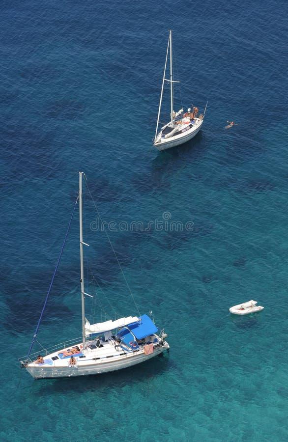 sailing punta nera elba i свободного полета шлюпок стоковое фото