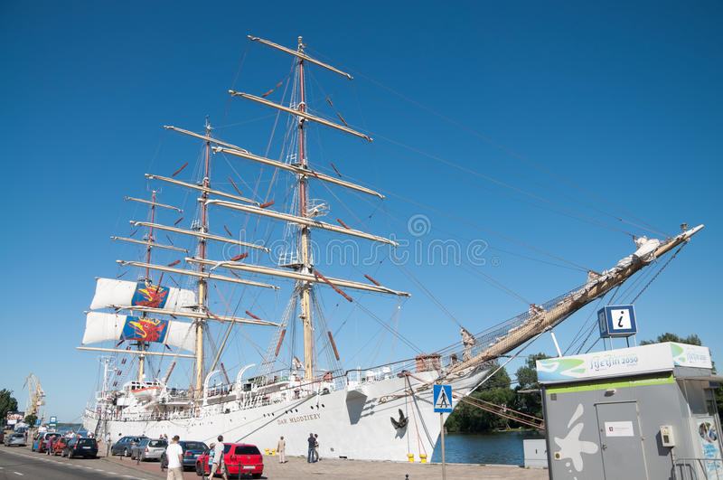Download Sailing Ship Dar Mlodziezy By The Wharf Editorial Stock Photo - Image of yacht, sailboat: 21281433