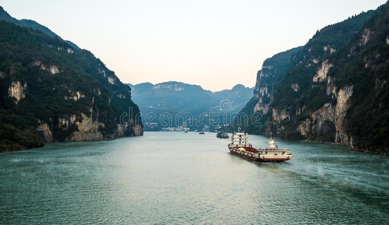 Sailing on the yangtze river. Three gorges area, Yichang, China stock images