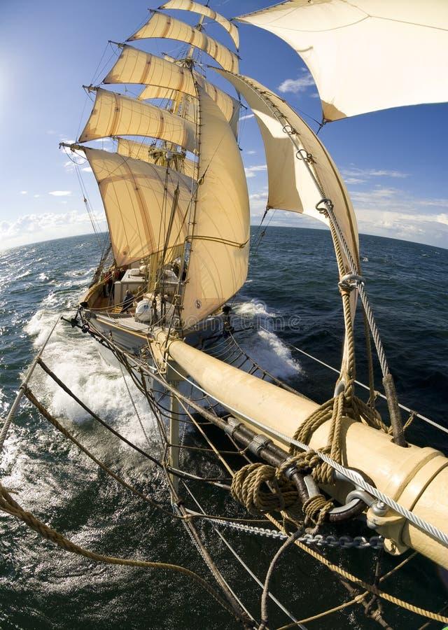Sailingship sikt från bogspröt arkivbild