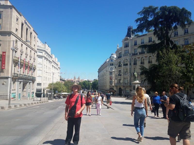Saindo em Madrid, Espanha, com o mundialmente famoso autor, H L Menos de 2019 fotografia de stock royalty free