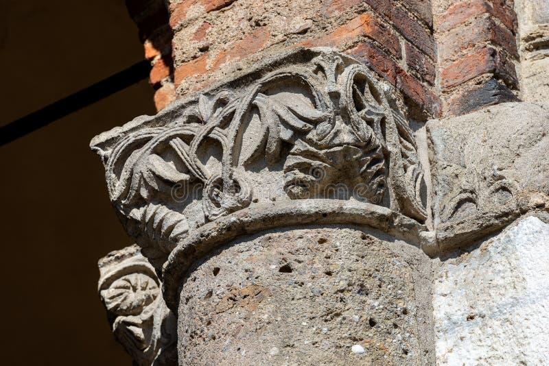 Saint Ambrogio Basilica Milan Italy - colonne et capital photos libres de droits