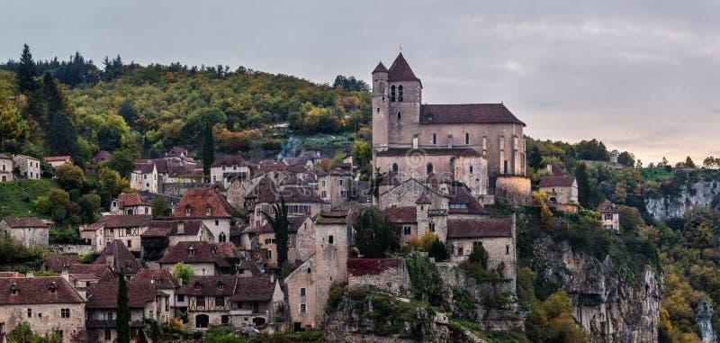 Saint Cirq Lapopie no por do sol foto de stock royalty free