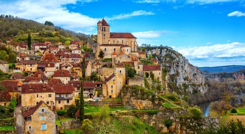 Saint-Cirq-Lapopie perto de Cahors, um do villag o mais bonito foto de stock