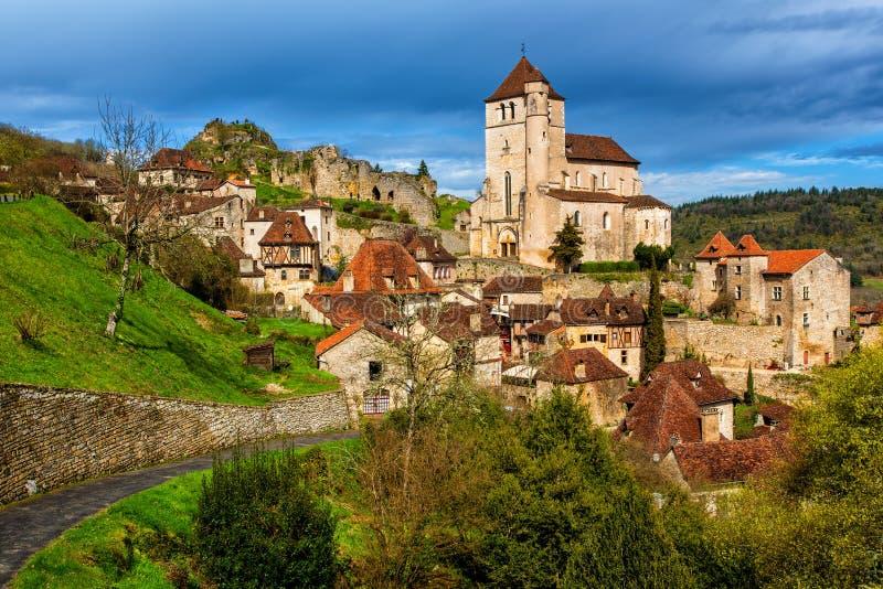 Saint-Cirq-Lapopie, uma das vilas as mais bonitas de França imagens de stock royalty free