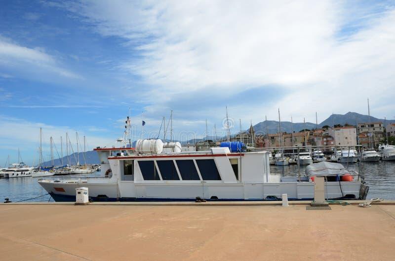 Saint-Florent corso do porto imagem de stock royalty free