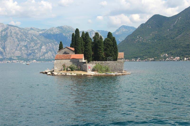 Saint George Island avec un monastère bénédictin dans la baie de Kotor - Monténégro photographie stock libre de droits