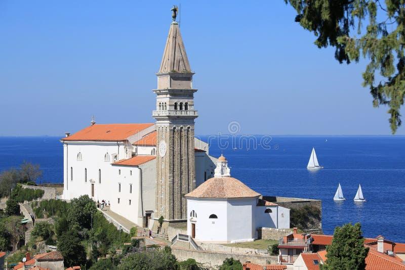 Saint histórico George Cathedral em Piran, Eslovênia foto de stock royalty free