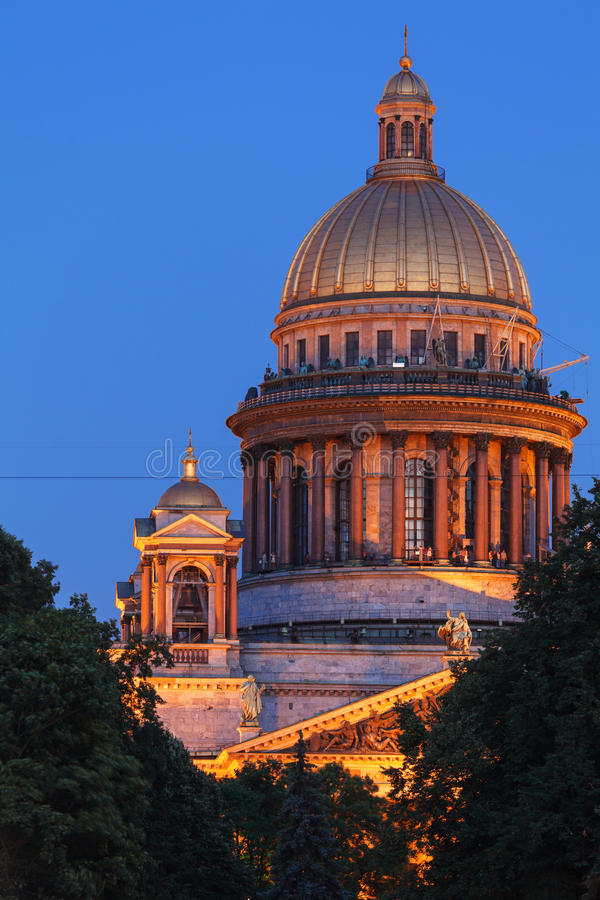 Download Saint Isaac Cathedral La Nuit, St Petersbourg, Russie Image stock - Image du trappe, histoire: 45355247