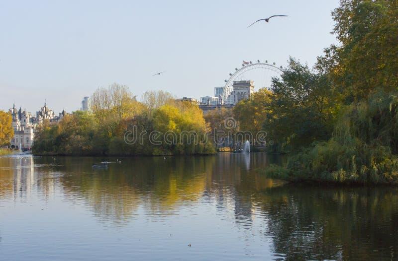 Saint Jame's Park-vy, London arkivbild