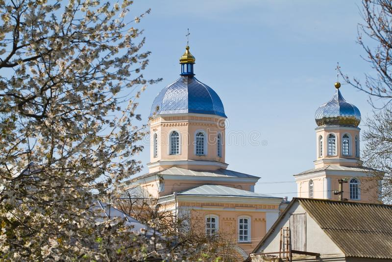 Saint John el te?logo, Juan el ap?stol, iglesia ortodoxa rusa en Kynashiv, Ucrania, detalles de la b?veda y de la cruz imágenes de archivo libres de regalías