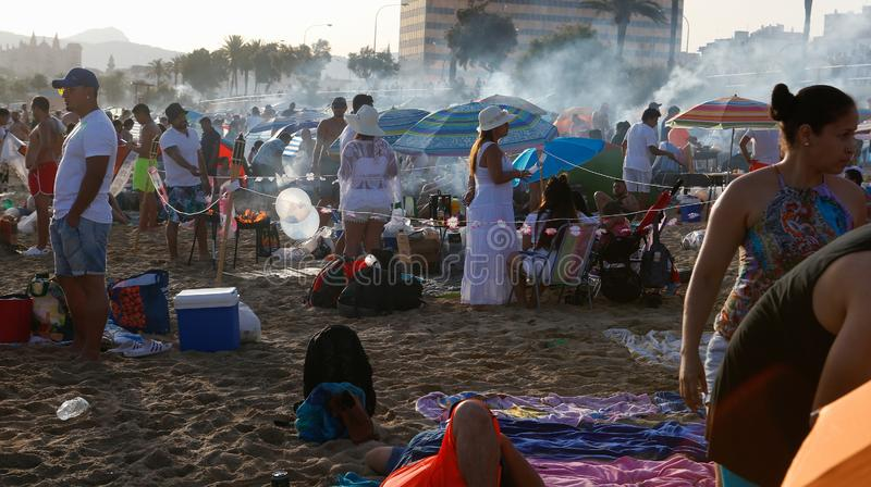 Saint John-vieringenplaatselijke bewoners die dichtbij het overzees in het detail van Mallorca koken royalty-vrije stock afbeelding