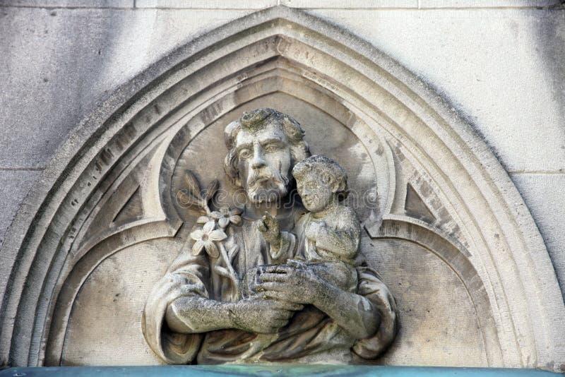 Saint Joseph, das Kind Jesus hält lizenzfreie stockfotos