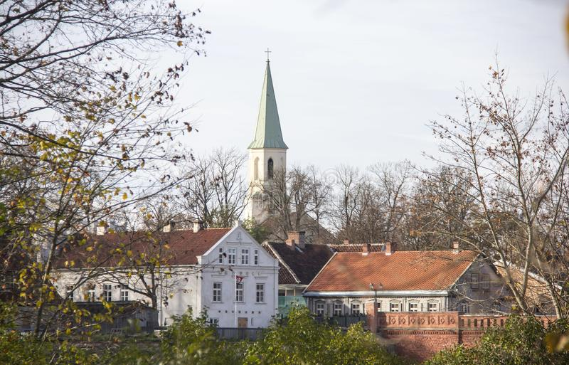 Saint Katerina Evangelical Lutheran Church em Kuldiga Letónia imagem de stock