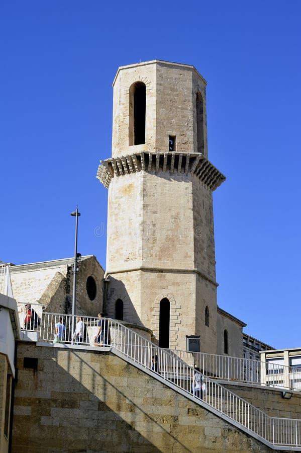Saint Laurent-Kirche und sein Glockenturm lizenzfreies stockbild