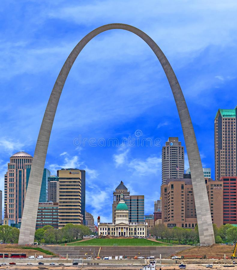 Saint Louis Arch and Old Courthouse royalty free stock photography