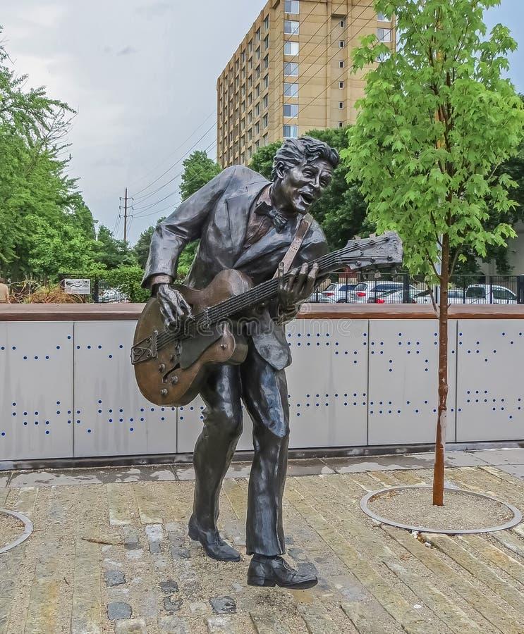 Saint Louis, MES los E.E.U.U. - estatua de Louis Blues Legend Chuck Berry del santo foto de archivo