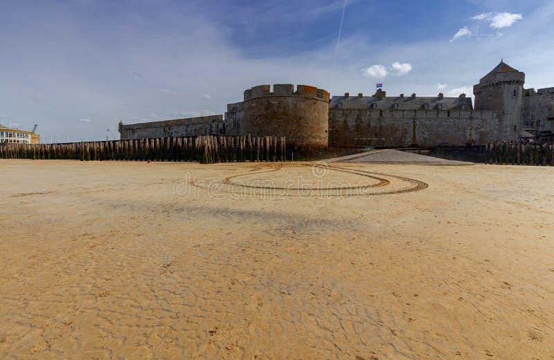 Saint Malo Spiaggia di Sandy alla marea bassa fotografia stock libera da diritti