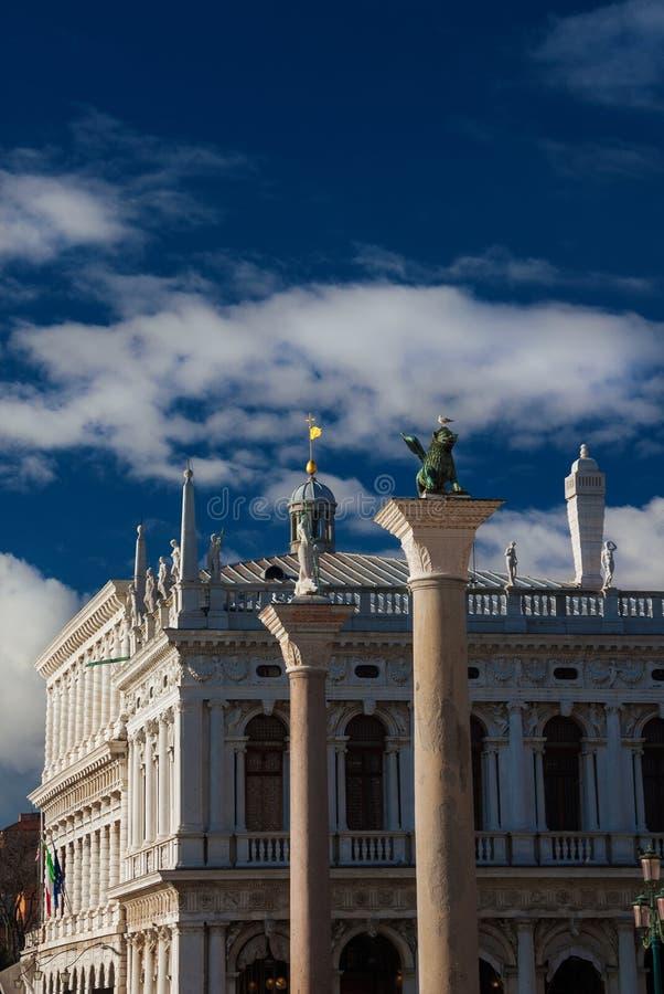 Saint Mark Square avec la colonne de lion de Venise image libre de droits