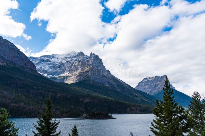 Saint Mary Lake, parc national de glacier image stock