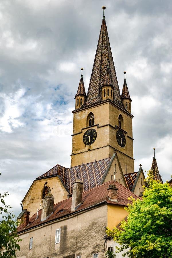 Saint Mary Lutheran Cathedral dans la ville de Sibiu, Roumanie image libre de droits