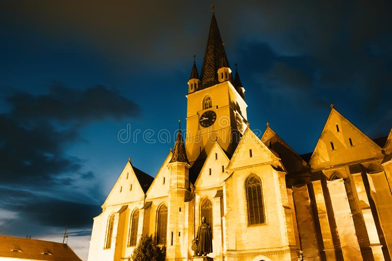 Saint Mary Lutheran Cathedral At Twilight, Roumanie de Sibiu images stock