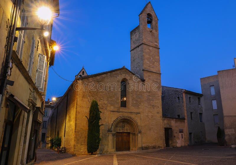 Saint Michel Church na noite, Salon de Provence, França imagem de stock royalty free