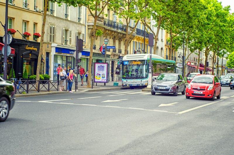 Saint-Michel de boulevard à Paris photographie stock libre de droits