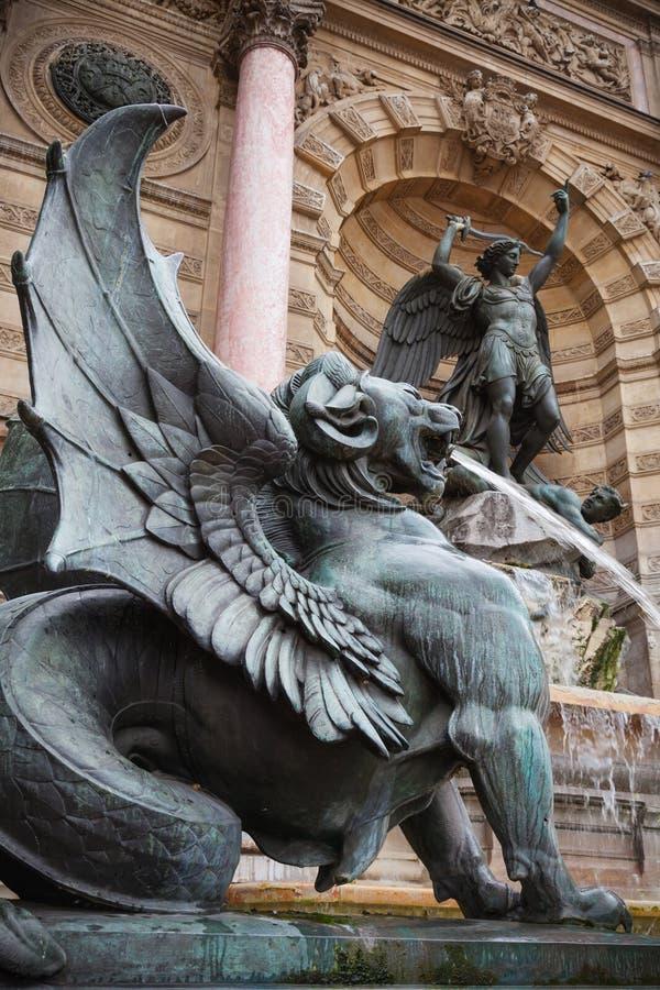Saint-Michel de Fontaine à Paris, France Point de repère populaire photos libres de droits